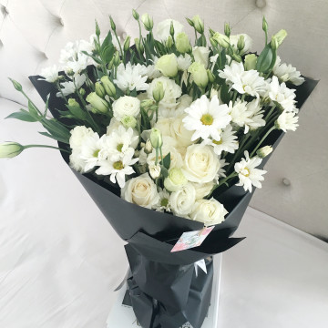 Alice Black and White Bouquet image