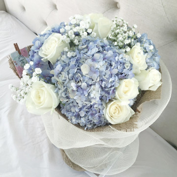 Cloud-in-the-Sky Bouquet image