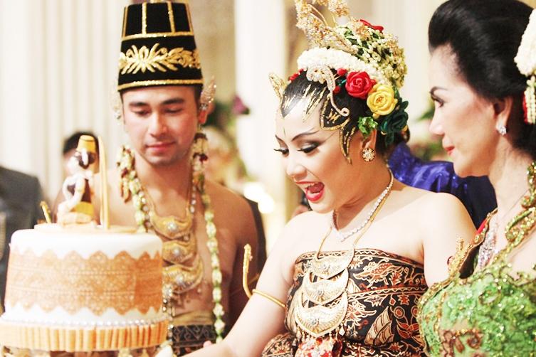 85% Cewek Pengen Pernikahan dengan Adat Tradisional. Kalo Kamu? image