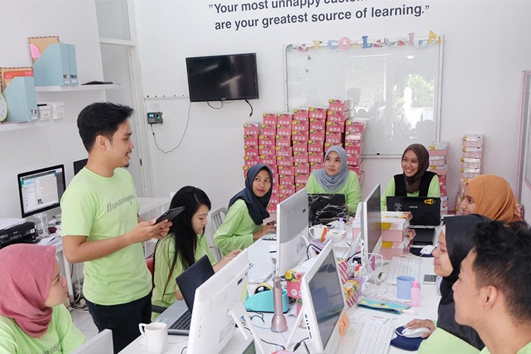 4 Cara Melayani yang Justru Diajarkan Customers ke CS Amazara image