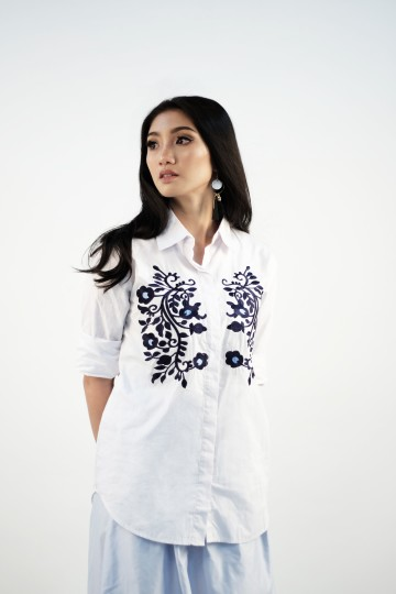 Riley Embroidery Shirt in White- FAVORITE