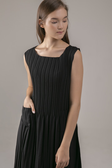 Wylde Pleats Dress - Black
