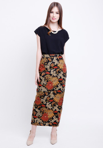 Tyra Skirt in Brown image