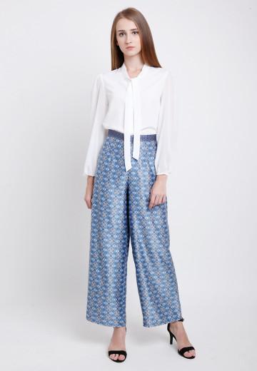 Hasta Pants in Blue image
