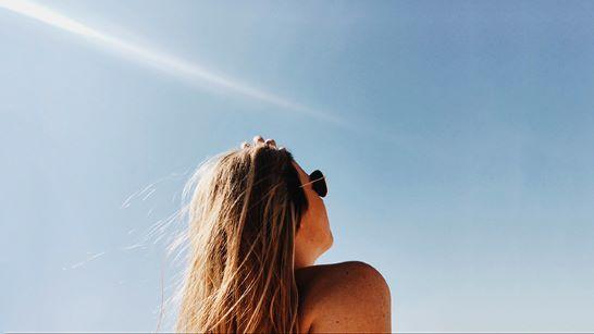 Wajib Tahu! Bahaya Sinar UV Sebabkan 2 Permasalahan Kulit yang Paling Ditakuti Kaum Perempuan image