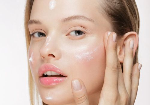 2 Tips Praktis Reapply Sunscreen image