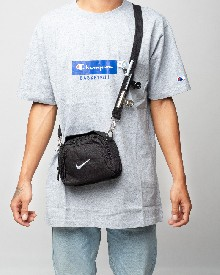 //files.sirclocdn.xyz/doyanpepaya/products/_190213151741_61643%20Nike%20pouch%20bag%20-%20Black%20-245rb_tn.jpg