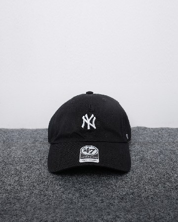 New Era New York Yankees 47 Clean Up - Hitam Putih