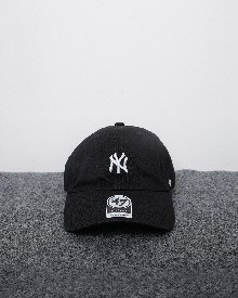 //files.sirclocdn.xyz/doyanpepaya/products/_190220153925_61564%20-%20idr%20195.000%20-%20New%20york%20yankees%2047%20clean%20up%20-%20hitam%20putih_tn.jpg