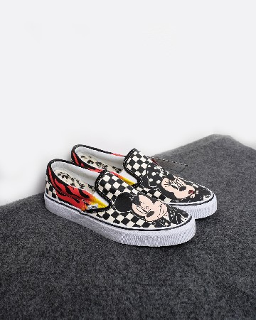 Mickey Mouse & Minnie Mouse X Vans Classic Slip-On - hitam-putih 13273