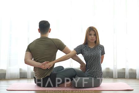 9 Pose Yoga Pasangan untuk Mempermanis Hubungan