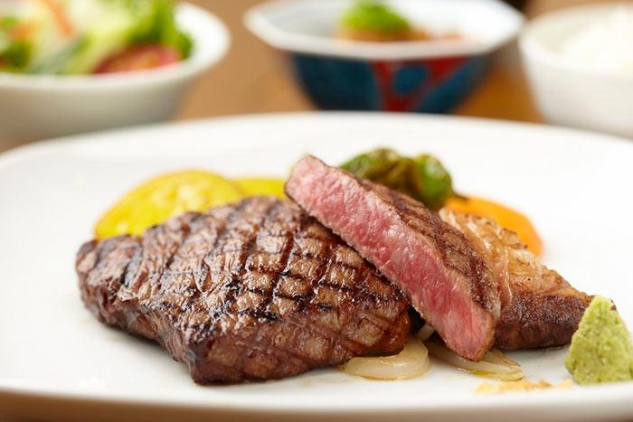 Berpelesir ke Kobe, Kota Penghasil Daging Sapi Termahal di Dunia image