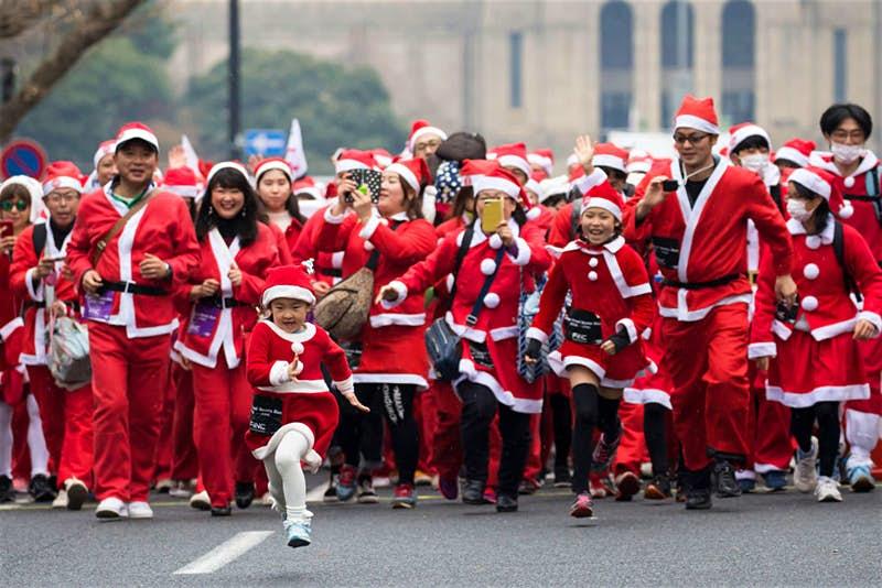 Tokyo Santa Run: Lari-lari Pakai Kostum Sinterklas untuk Beramal image