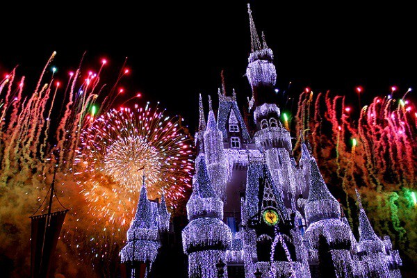 Destinasi Tahun Baru di Jepang: Dari Kuil Hingga Taman Hiburan image