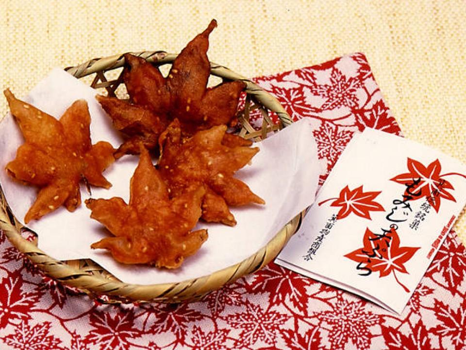"""Makan Daun Maple? Ini Dia """"Momiji no Tempura"""" Makanan Unik dari Osaka. image"""