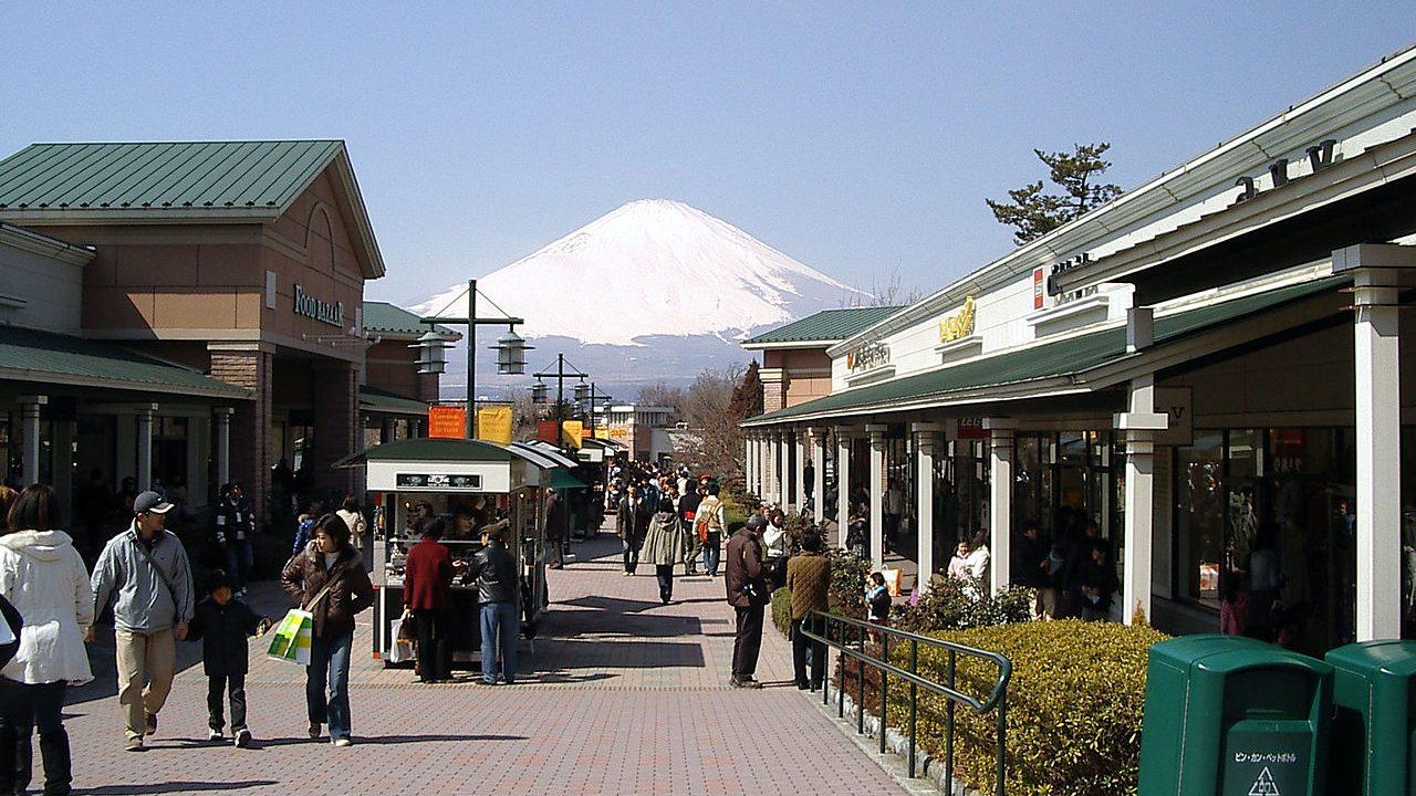 Gotemba Premium Outlets: Berbelanja Sambil Menikmati Indahnya Gunung Fuji image