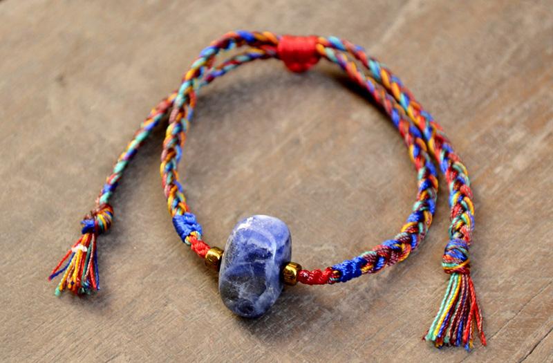 lapis lazuli on labdagatic bracelet