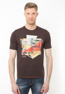 Slim Fit - Kaos Casual Active - Motif Sablon Polaroid - Coklat