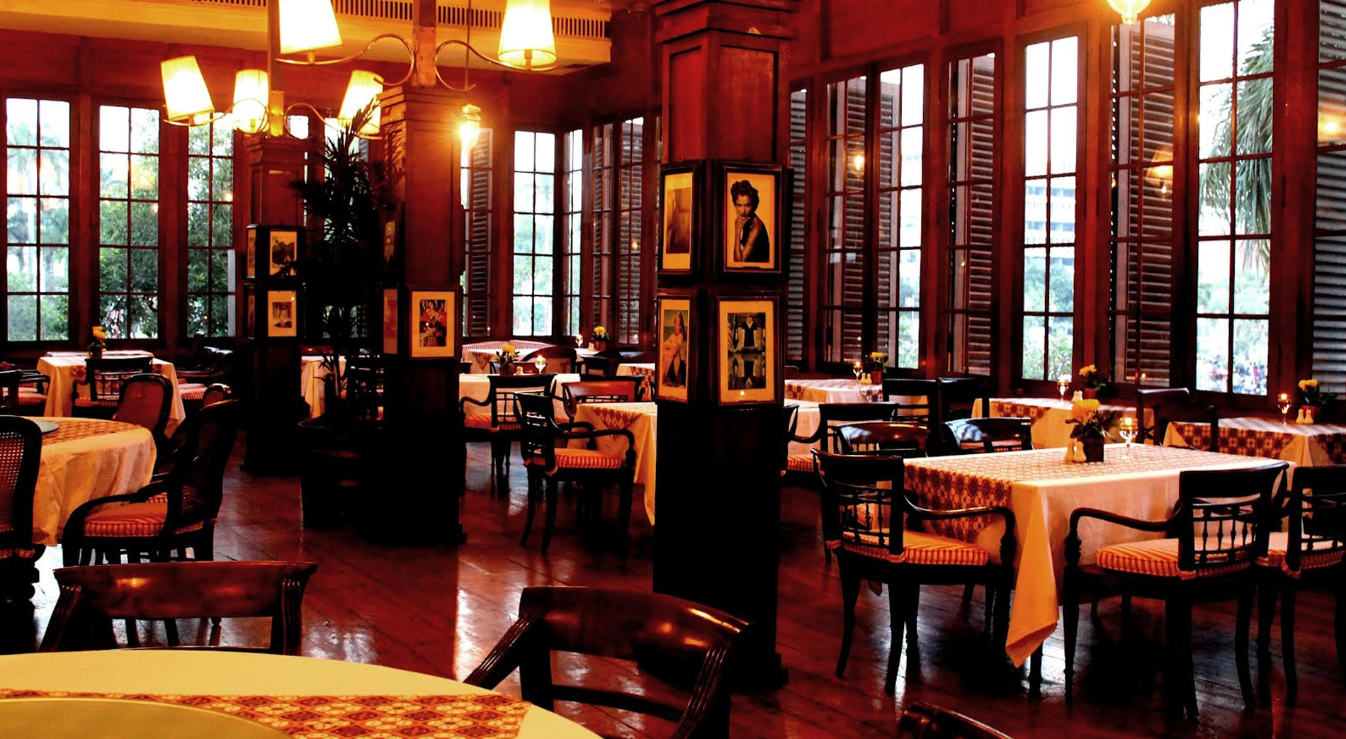 Interior Eropa Kuno Cafe Batavia