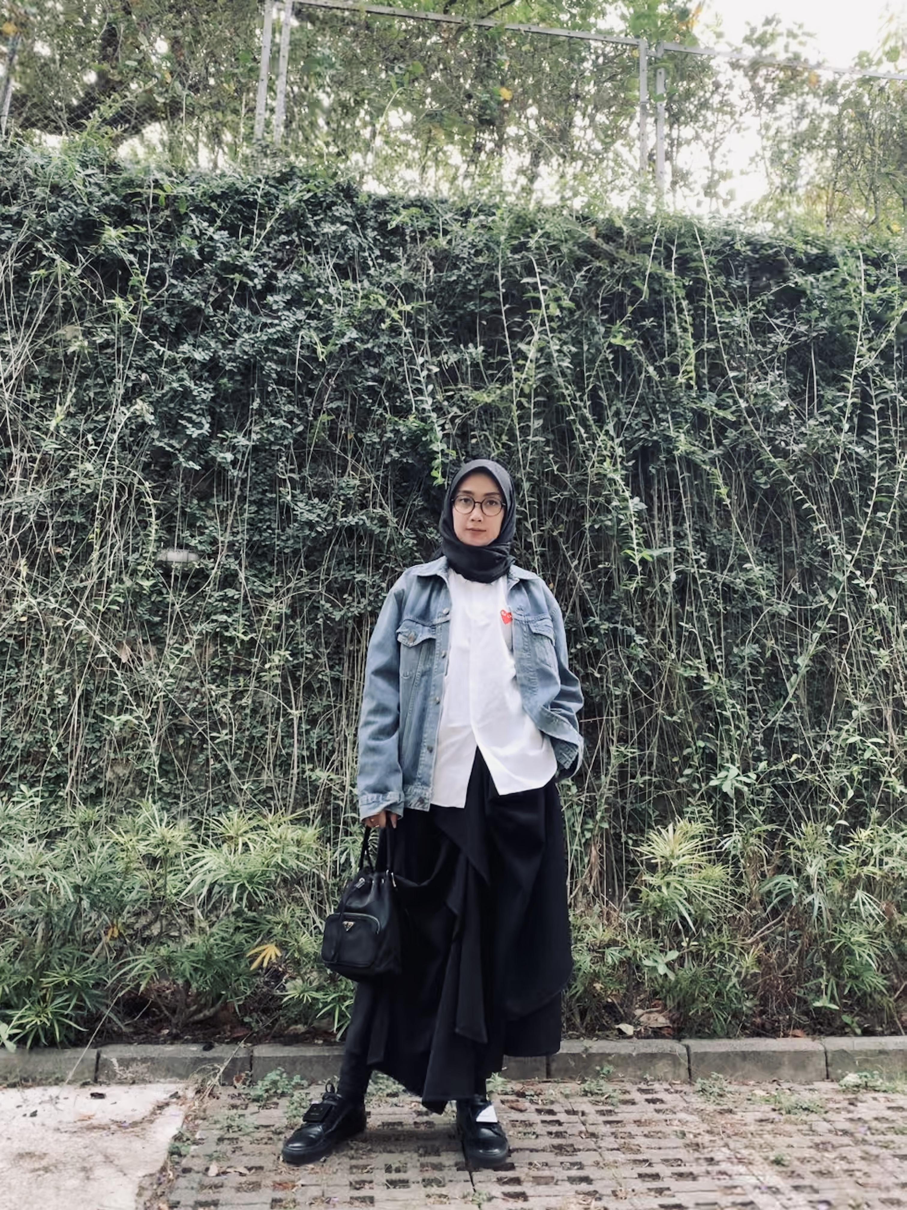 Our Creative Director Renni Andriani in #rashawllook image