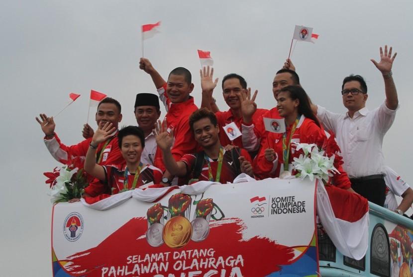 Owi/Butet Dapat Tiket Air Asia Gratis Seumur Hidup