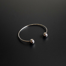 https://files.sirclocdn.xyz/saintpeter/products/160718175216_MIO%20Bangle1_tn.jpg