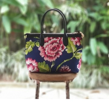 Premium Hand Bag Chrysanthemum Pink Flower