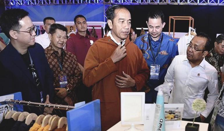 Jokowi Beli Jaket Karya Anak Bangsa Lagi di Idea Fest 2018image