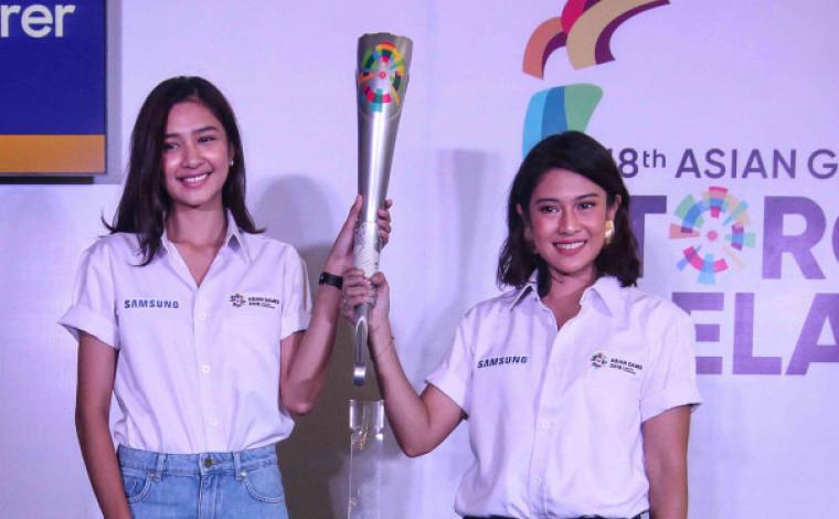 Dian sastro dan Mikha Tambayong  Sang Pembawa Obor Asian Games 2018 image