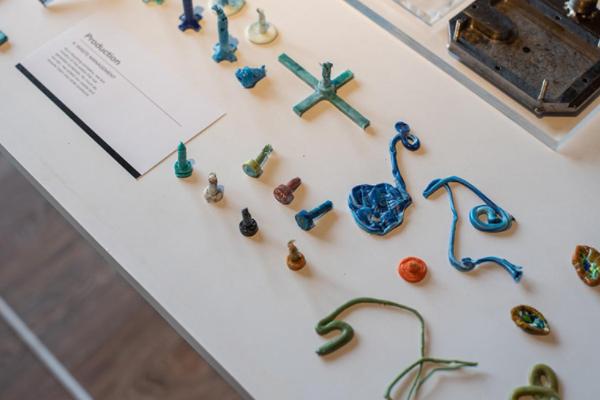 Foto contoh produk seteleh hasil daur ulang dari plastik