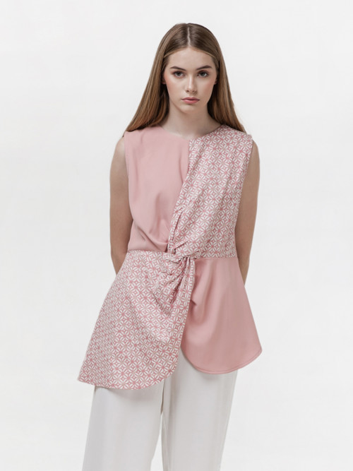 Pozo Front Knot Top in Pink image